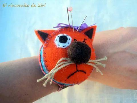 orange cat pincushion bracelet made of felt by elrinconcitodezivi
