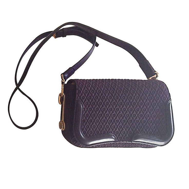 Luxury simplicity in Tod's handbags.