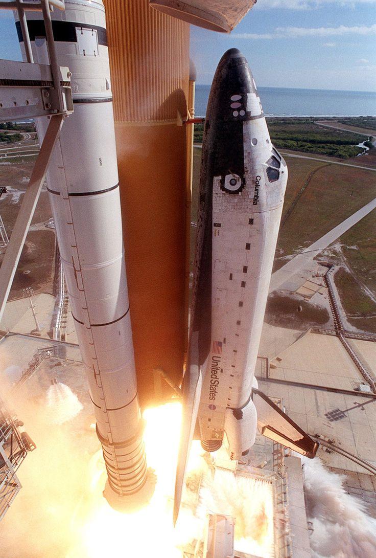2003. január 16. A Columbia űrsikló utolsó startja, ami során végzetesen megsérült a szárny belépőéle.. Az STS-107 küldetés végén az űrsikló a légkörben széthullott, a hétfős személyzet életét vesztette.