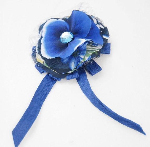 Coccarda blu con tessuto stampato tulle e jais di Khalisagioielli, €10.00