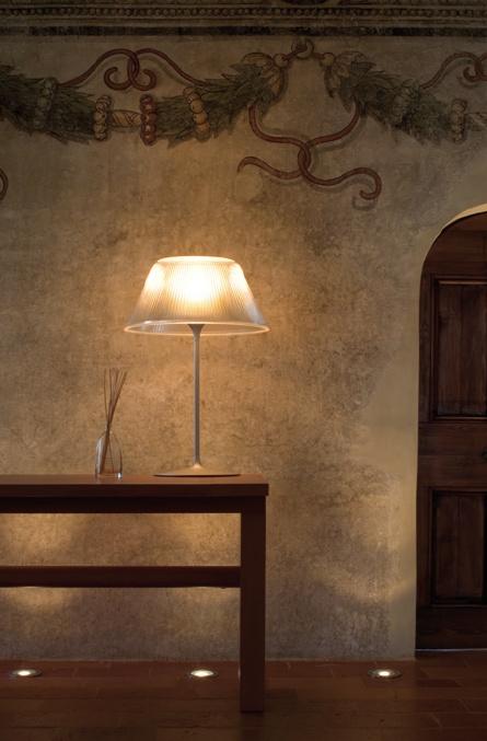 Luminária de mesa Romeo Moon da Flos (design Philippe Starck) #iluminacao