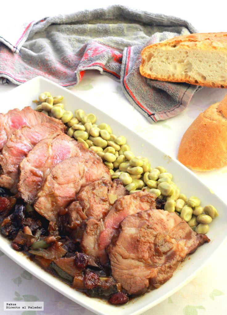 Hoy vamos a preparar un lomo de cerdo braseado con calabacines, ciruelas y arándanos, para preparar un plato para la comida de mediodía que acomp...