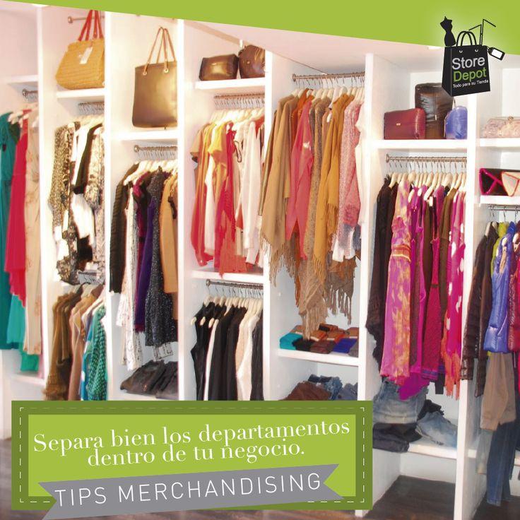 Evita tener en un mismo aparador o rack productos de distintas líneas, por ejemplo ropa de dama con ropa de niño. Separar las prendas de acuerdo al departamento facilitará a tus clientes conocer tu boutique.