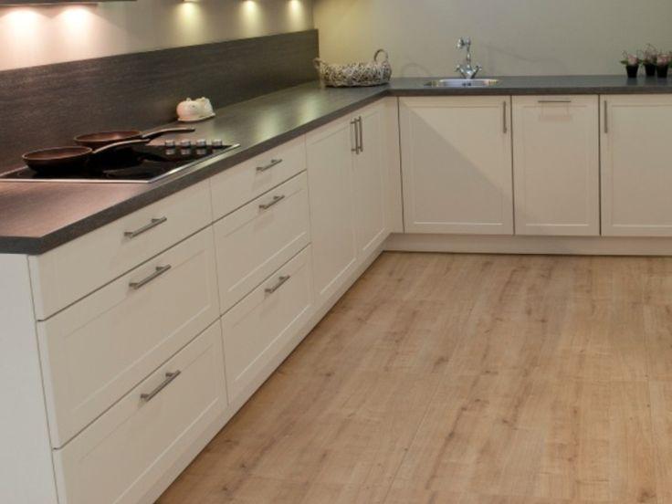 Nostalgische Keuken Handgrepen : keukens villa arena tulp keuken cyrana massief eiken tulp kitchen next