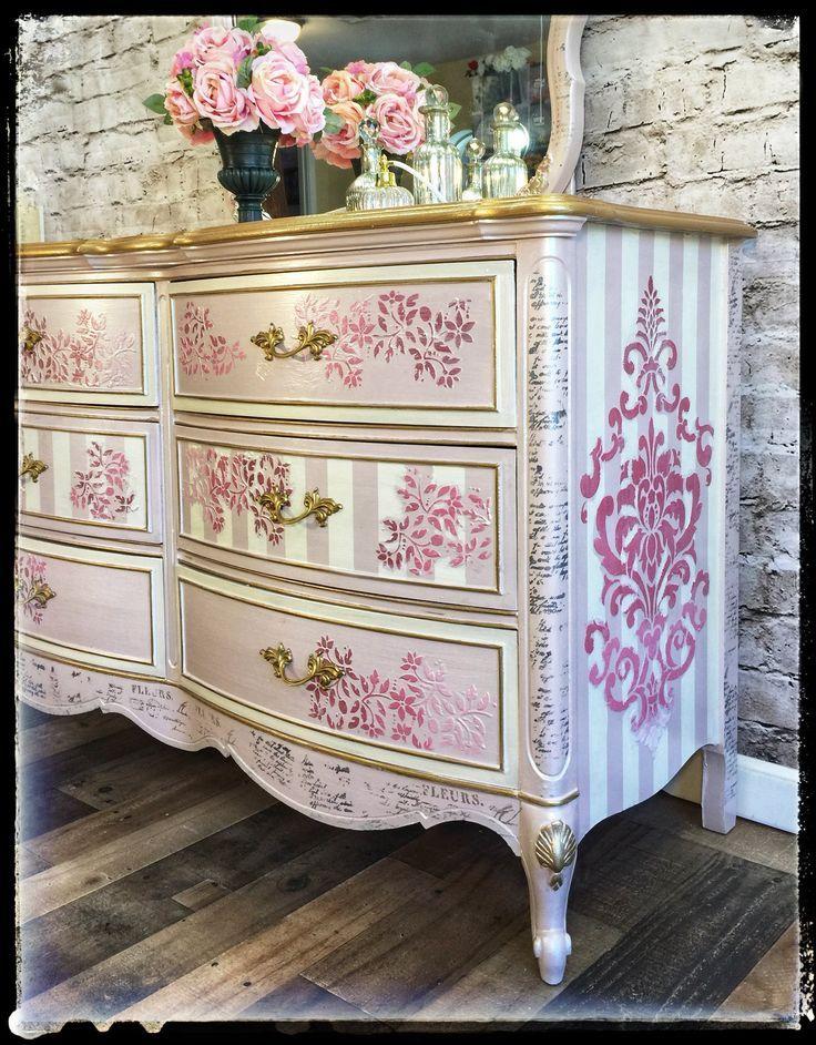 Verkocht Elegant Roze En Gouden Dixie Dressoir Met Bijpassende
