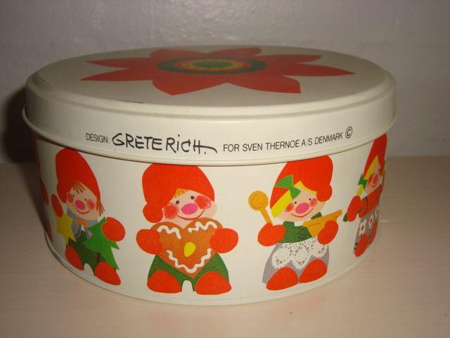 Retro danish Christmas cake tin from THERNØE - 1970s. #retro #danish #christmas #tin #1970 #dansk #jul #kagedaase #thernoee. From www.TRENDYenser.com. SOLGT.