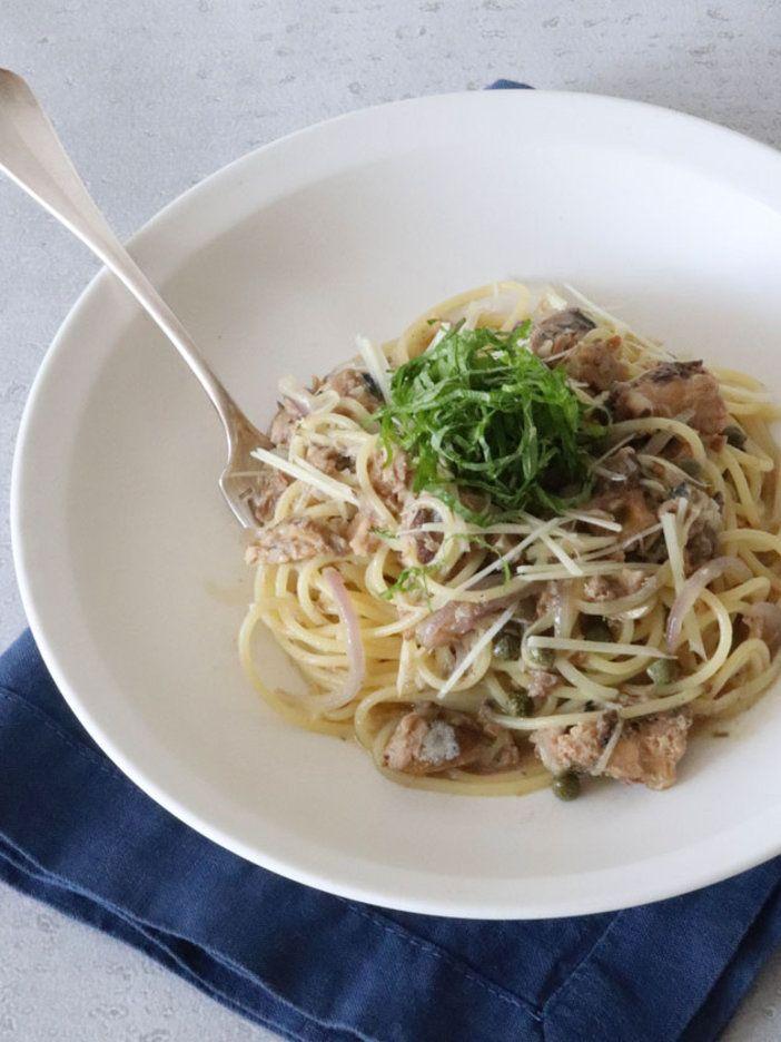 仕上げに加えるみょうがと大葉が、上品な和風テイストのパスタに仕上げる名脇役。|『ELLE gourmet(エル・グルメ)』はおしゃれで簡単なレシピが満載!
