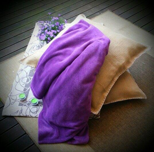 Maxy cuscini in juta con cuciture a vista colorate
