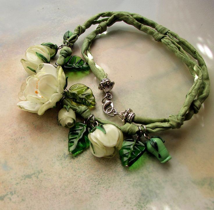 """""""Z Damašku""""náhrdelník, vinuté sklo@hedvábí autorský náhrdelník,délka cca 52cm,hedvábné šňůrky lze zkracovat či povolovat uzlíky..hedvábí ručně barveno a sklo ručně vinuto..kov obecný"""