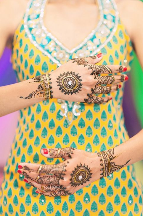 dil-apna-punjabi: Everything from the suit to the mehndi is beautiful.