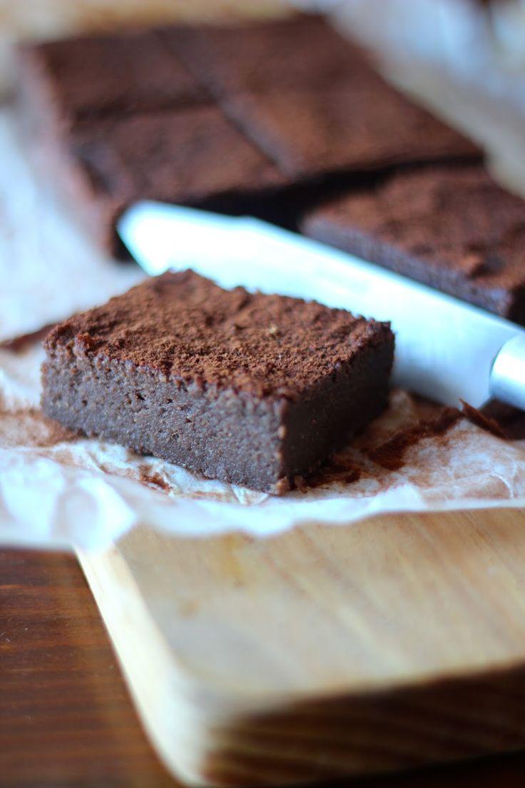 Gosto de experimentar receitas novas e diferentes, e ingredientes e combinações menos comuns.  Este brownie de batata doce, que já correu...