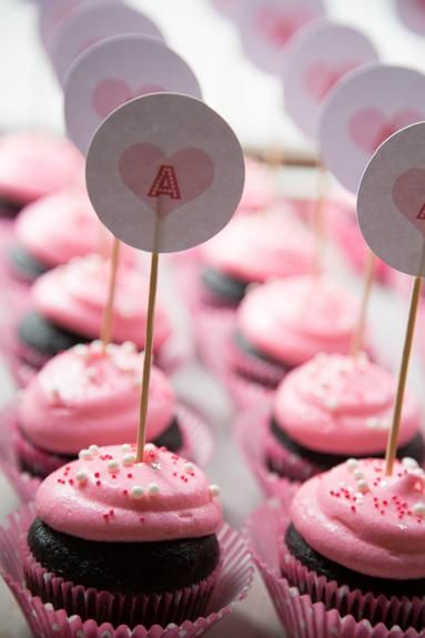 Cupcake Recipes : Easy Chocolate Cupcakes + Printable Valentine Cupcake Toppers