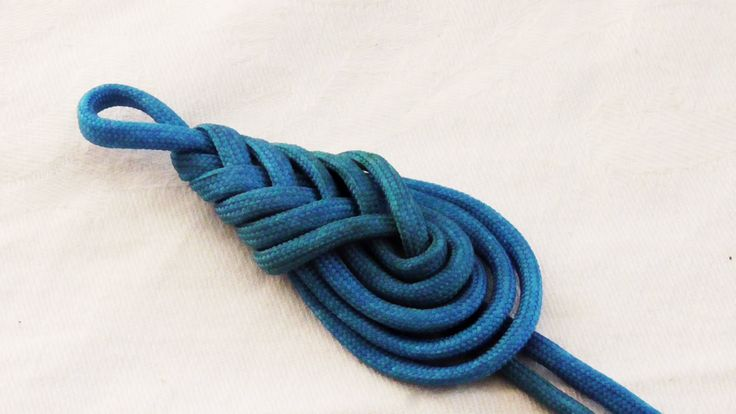 decorative knots with paracord