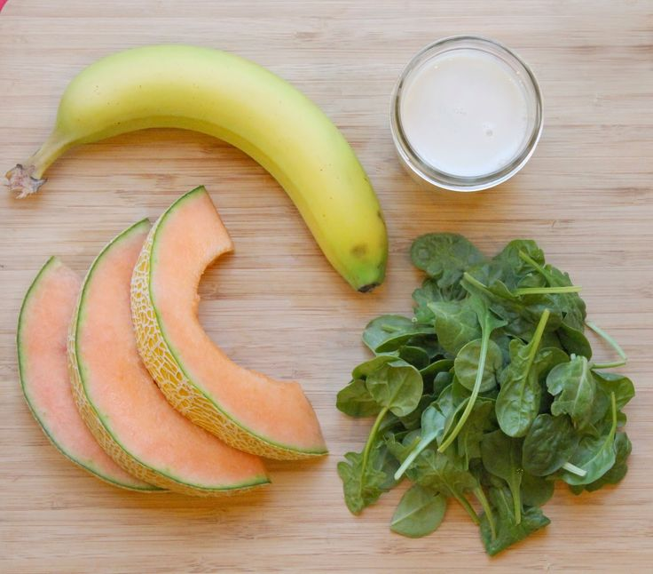 Cantaloupe & Banana Green Smoothie!