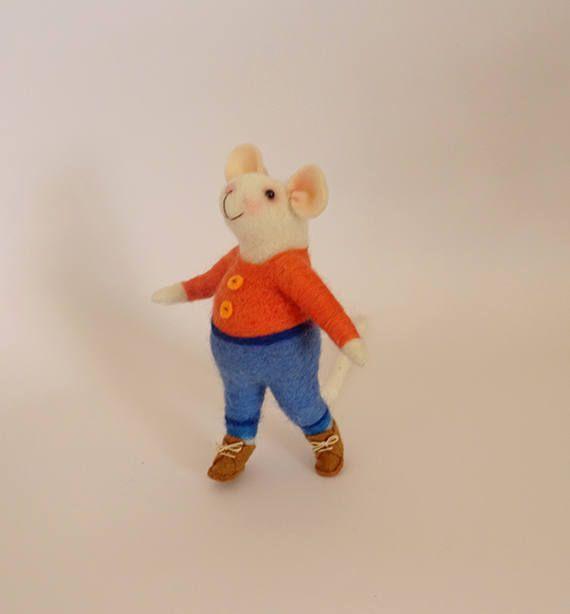 Sweet tiny mouse, #Feltmouse Handmade decoration #Needlefeltedmouse Woll mouse