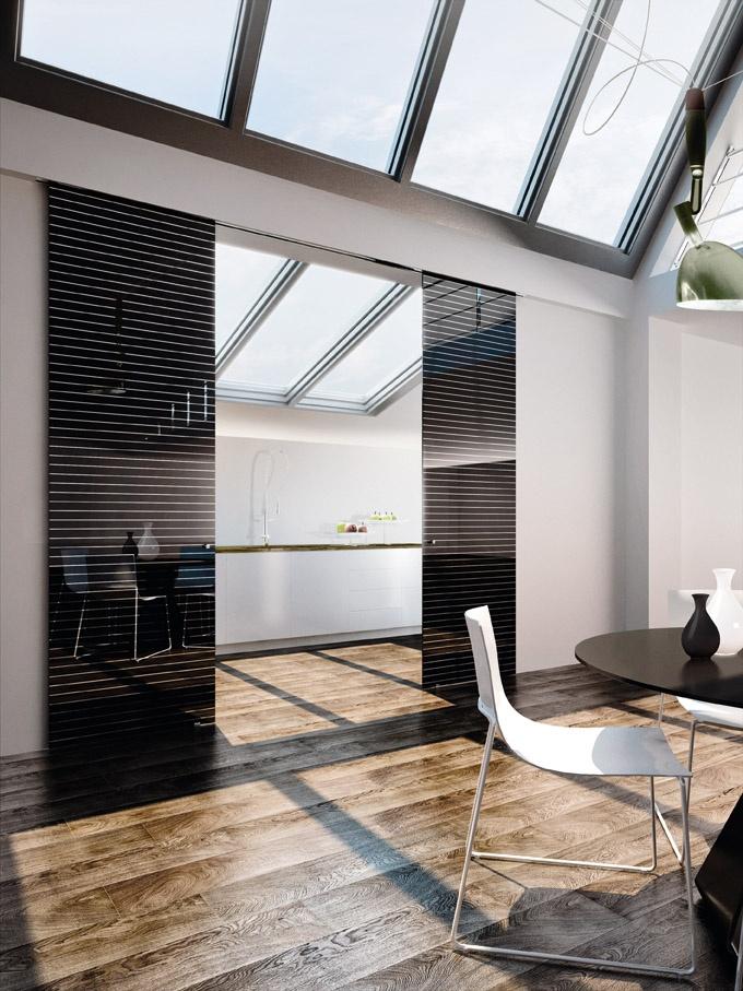 Doppia porta scorrevole esterno muro Inside, vetro laccato bifacciale nero, decoro specchiato Domino 1, pomelli in acciaio, scorrimento incassato nel cartongesso.