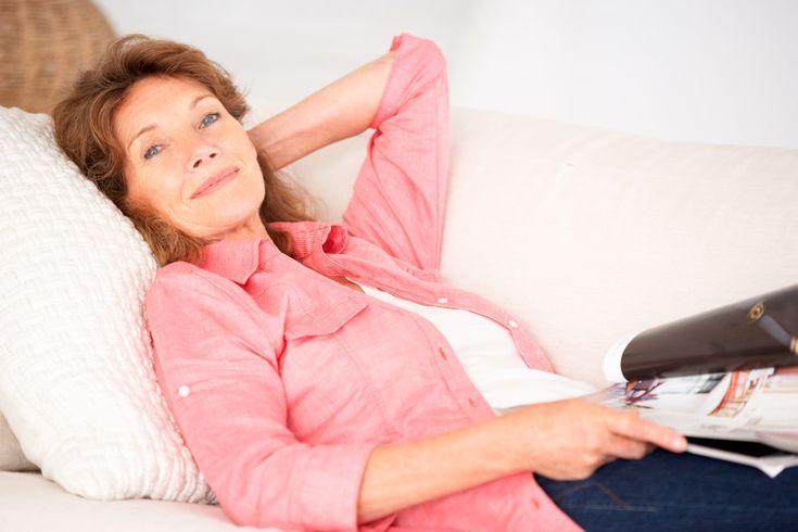 La menopausia es una etapa de la vida por la que toda mujer debe pasar. Sin embargo, eso no significa que se deban padecer sus síntomas. Existen multitud de remedios naturales que te ayudarán a aliviar los síntomas de la menopausia, para poder contin
