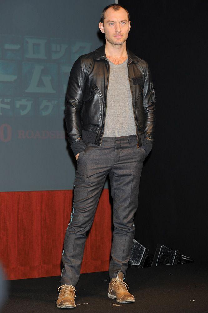 Jude Law de jaqueta de couro