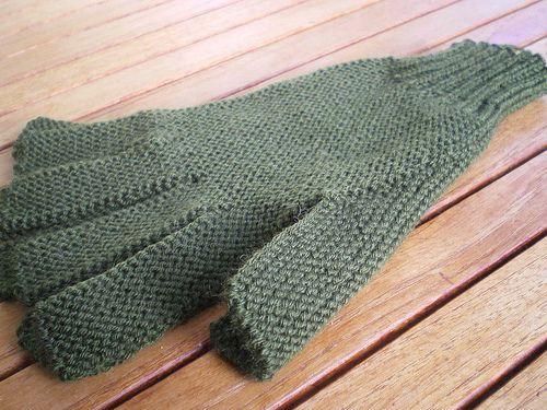 Tricot facile - Gants tricotés au point mousse à 2 aiguilles pour adultes Fourniturespour une paire: 2 aiguilles n°2½ et 1 pelote de fil à tricoter Fabricationd'un gant: Monter 50m (aig n°2½), Tr...