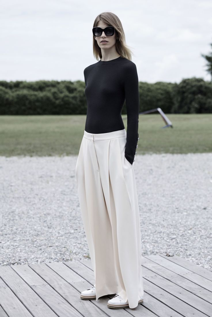 http://www.style.com/slideshows/fashion-shows/resort-2016/sportmax/collection/5