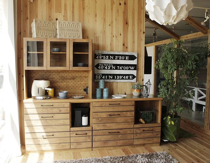 西海岸風 無垢材キッチンボード:ナチュラル,ミッドセンチュリー,ライトブラウン系,Home's Style(ホームズスタイル)の食器棚・キッチンボードの画像