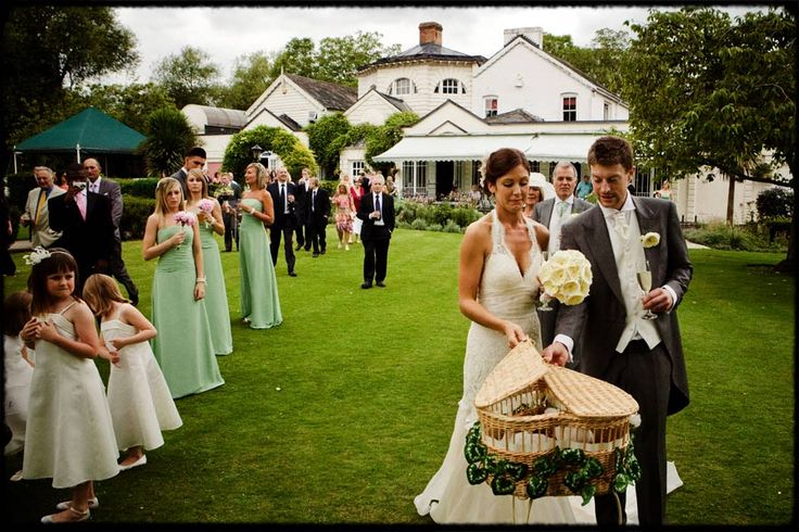 Monkey Island Outdoor Wedding, Carly and Gavin doing a Dove release #doverelease #monkeyislandoutdoorwedding