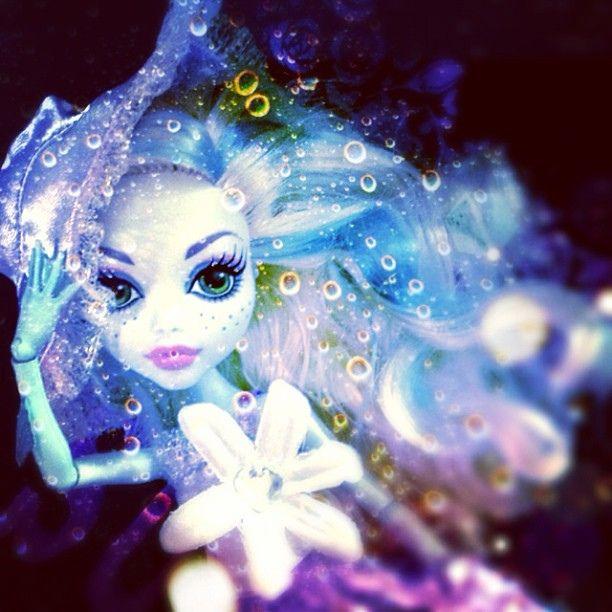#MH の #ラグーナ に #リカちゃん の #ドレス を着せてみたよ\(^o^)/ その② #lagoonablue #lagoona #monsterhigh #monster_high #mattel #Girlish #Culture #japan #dollphotography #doll #instadoll  #dolly #モンスターハイ #ラグーナブルー  #licca #cameran