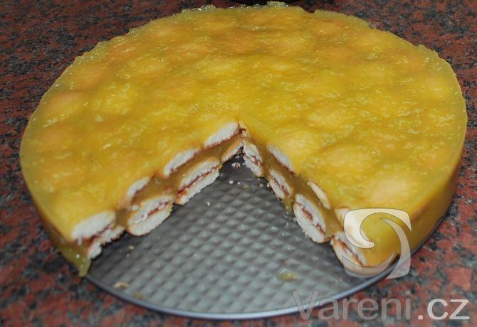 Recept Nepečený dort s jablky a piškoty - dole jsem piškoty slepila marmeládou a i druhou vrstvu piškotů jsem mazala ze spod marmeládou a zakončila jsem směsí...děti tento dortík milují. Super recept