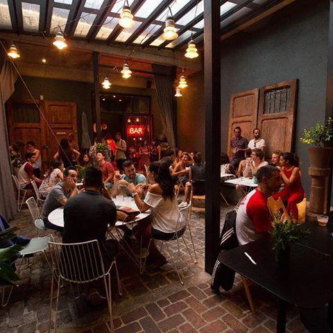 Dinner in the patio, let's go! 🍸🍽#travellersmeetlocals