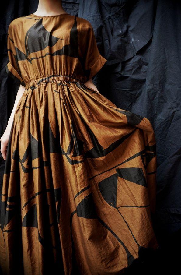 BLACK CRANE ( LA. ) PLEATED DRESS PRINT BROWN  www.lancah.com