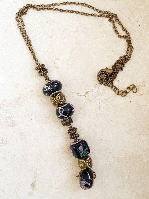 Collana bronzo lunga perle in vetro lampwork nere di Mangandmore