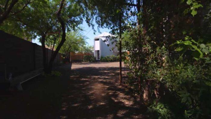 Οι Γείτονες έβλεπαν το Ζευγάρι να Μπαινοβγαίνει Καθημερινά. Κανείς τους όμως δεν Φανταζόταν ΤΙ Κάνουν εκεί Μέσα…  #αρχιτεκτονική
