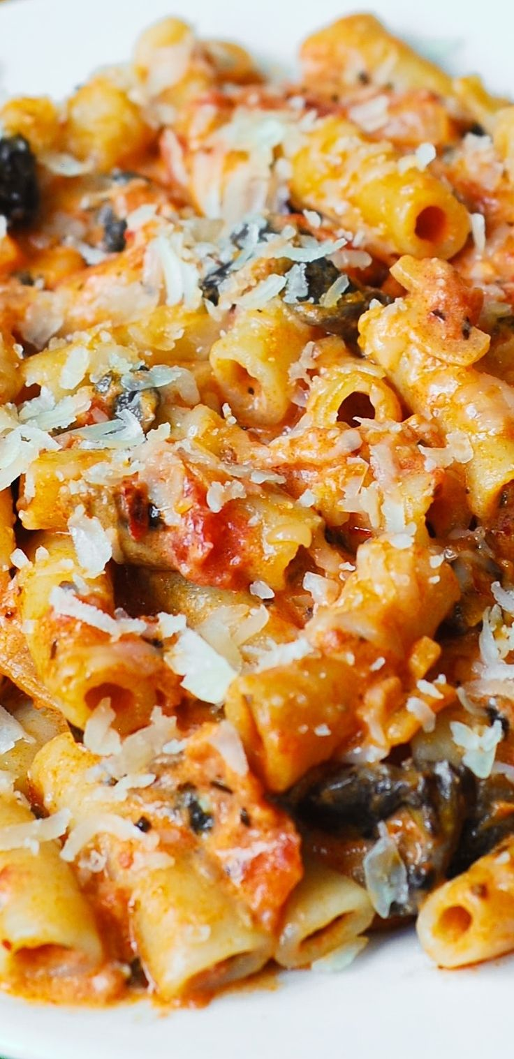 Penne Pasta in Creamy Vodka Tomato Sauce with Mushrooms – made from scratch. Easy, delicious, and so Italian! Perfect weeknight dinner!