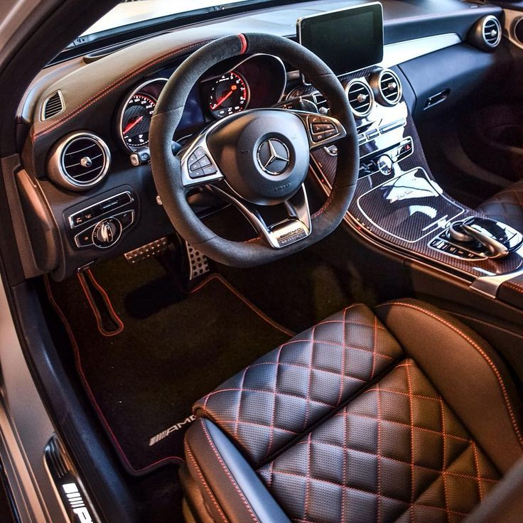 Mercedes-Benz C 63 AMG - That interior's gna produce a lot of gold diggers'  ass mark!