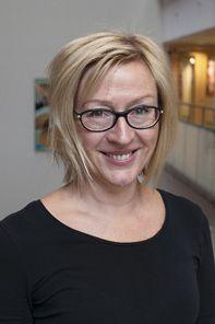 """""""För att barn ska nå läsförståelse och upptäcka det fantastiska med att läsa måste de få prata om vad de läser och i den meningen är skolan en alltför tyst lärmiljö."""" Läs vad Catarina Schmidt har kommit fram till i sin doktorsavhandling i pedagogik vid Örebro universitet."""