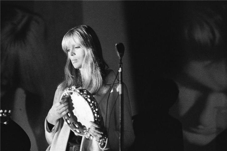 Nico on stage with the Velvet Underground @ the Exploding Plastic Inevitable 1966