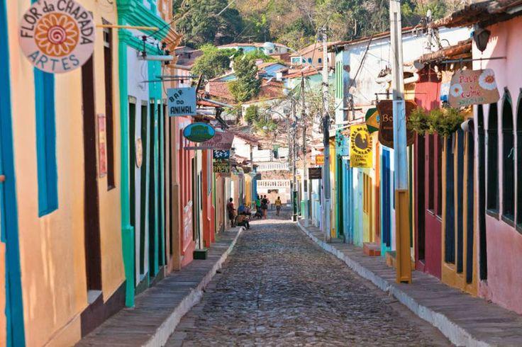 Rua de Lençóis, cidade mais charmosa ao redor da Chapada, com muitos restaurantes e pousadas