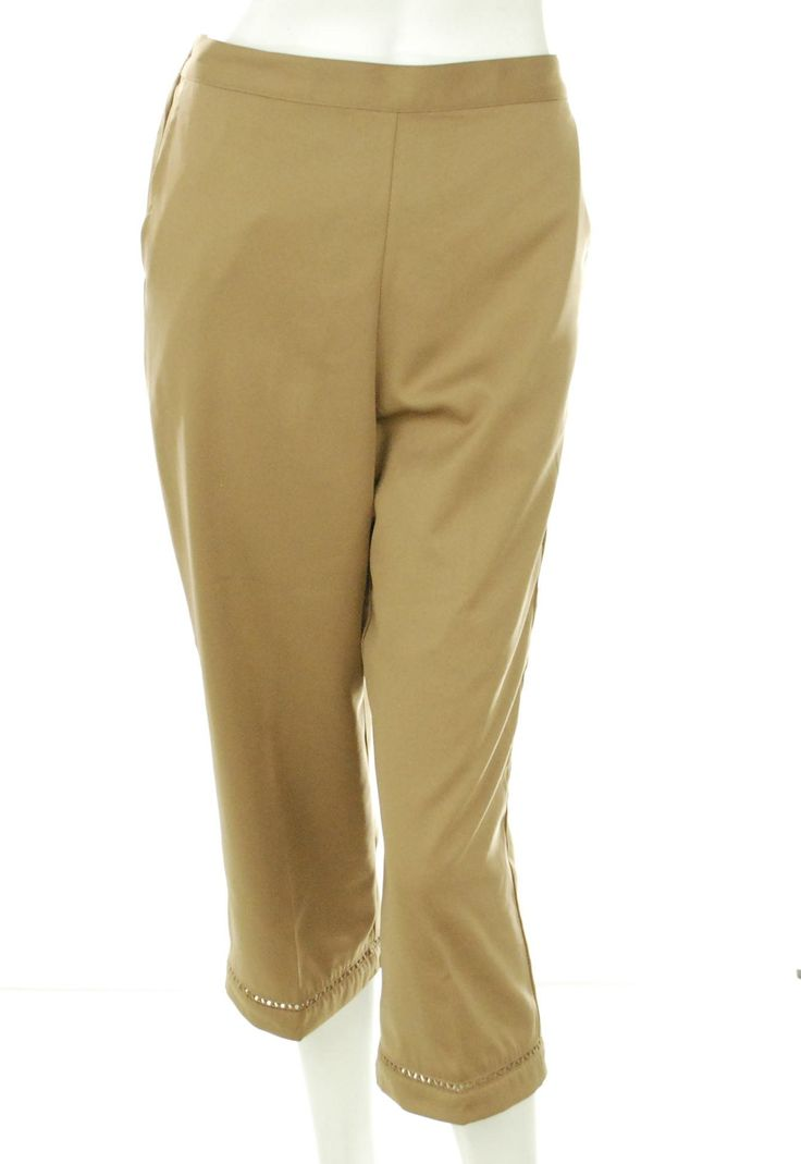 Alfred Dunner Women's Santa Rosa Capris Size 6P. Super soft, easy care fabric. Amazing inset detailing around hem. Two slash pockets in front, flat front, elasticized back waist. Great for travel - virtually wrinkle free.