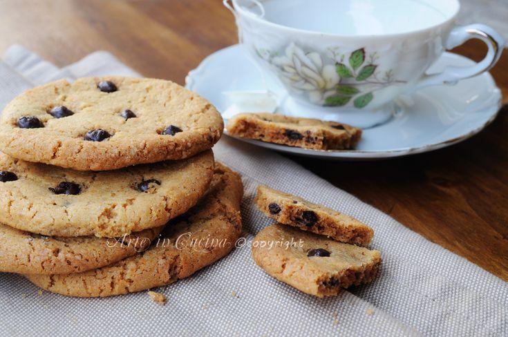 Cookies americani ricetta biscotti con cioccolato, ricetta facile e veloce, biscotti al burro con gocce di cioccolato, biscotti da colazione o the, senza lievito