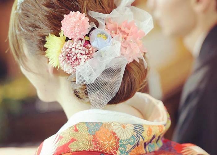 結婚式和装の髪型に「チュールリボン」を入れるアレンジ方法