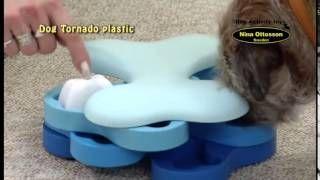 Diviértete con tu mascota jugando al juego interactivo DogTornado de Nina Ottosson. Apto para perro y para gato.  Si quieres comprar este producto o quieres conocer más sobre él te recomendamos que visites la ficha del producto:  DogTornado para Perro:  http://mascositas.com/tienda/juguetes-interactivos-para-perros/dogtornado-juguete-interactiv-para-perro/  DogTornado para Gato:  http://mascositas.com/tienda/gatos/dogtornado-juguete-interactivo-para-gato/
