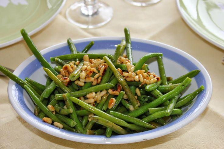 Huvilaelämää ja mökkiruokaa: Vihreät pavut maustevoin kera - pääsiäislampaan lisuke