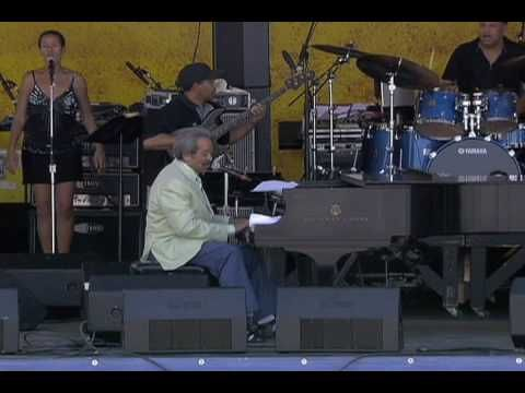 Allen Toussaint at the 2007 New Orleans Jazz & Heritage Festival - YouTube