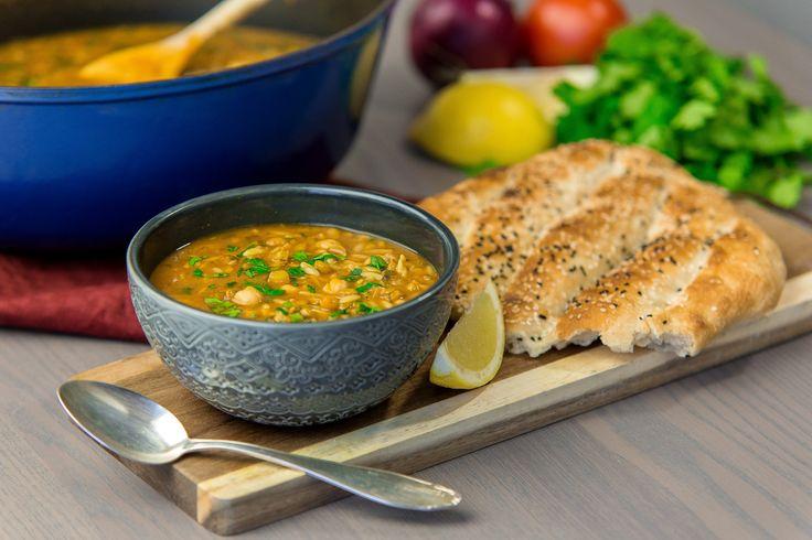 Harira är en traditionell rätt från Marockosom oftast serveras under ramadan. Soppan är stärkande och passar därför perfekt att bryta fastan med efter en lång dag. Bredvid har man gärna dadlar och ett glas mjölk.