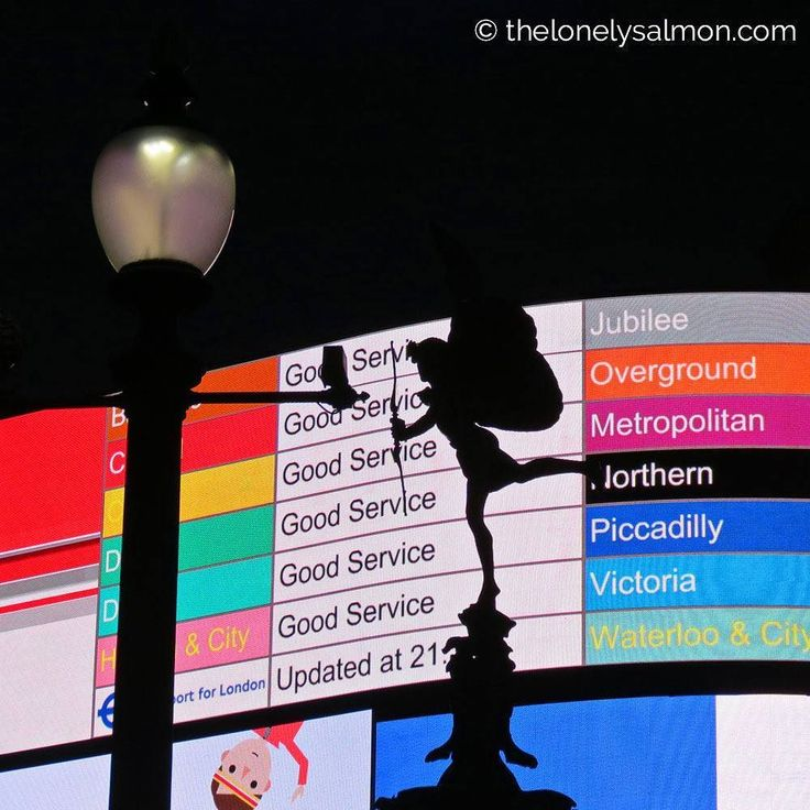 Avete mai visto cupido consultare il tabellone degli orari della metropolitana?   .  #thelonelysalmon #london #londra #igerseurope #igerslondon #ig_london #londonphoto #ig_worldclub #ig_clubaward #piccadilly #cupido #metro #metropolitana #urbanlights #tube #nightphotography #urbanandstreet #vscolondon #instagood #urbanromantix #illgrammers #createcommune #moodygrams #visualsoflife #justgoshoot #createexplore