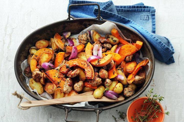 Kijk wat een lekker recept ik heb gevonden op Allerhande! Pompoen, aardappel, rode ui en worst uit de oven