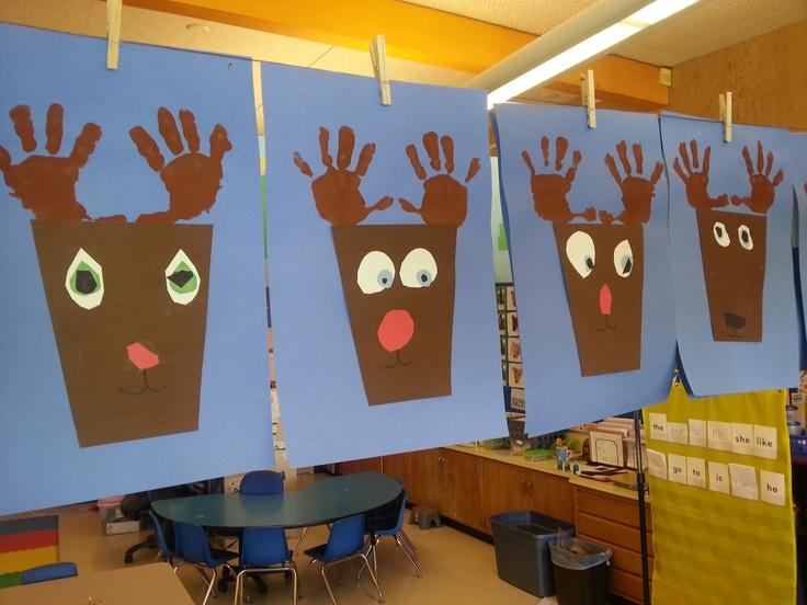 Kindergarten Christmas art - Reindeer handprints : )