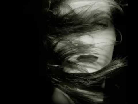 Καίτη Γαρμπή - Εσένα μόνο Στίχοι: Νίκος Γρίτσης Μουσική: Δημήτρης Κοντόπουλος Πρώτη εκτέλεση: Καίτη Γαρμπή Κανέναν άλλον Δεν έχω στο μυαλό μου Κανέναν άλλον ...