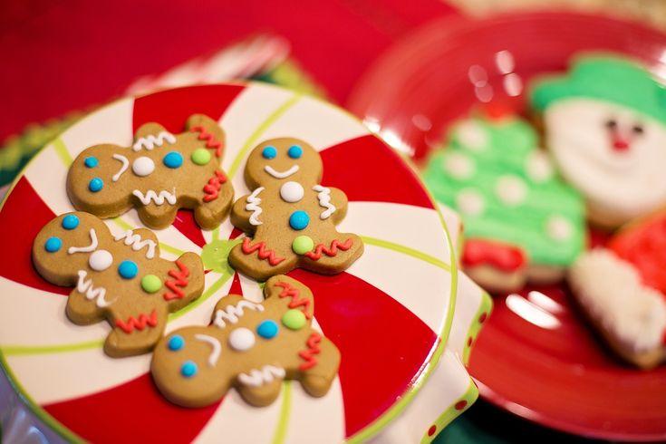Vi siete mai chiesti perchè mangiamo i biscottini di Natale? E perchè ci sono i mercatini di Natale?A saperlo magari si risparmia pure sui regali!