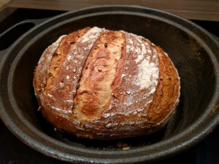 Man blir lykkelig av å bake brød! Sånn i tilfelle det var tvil om noe annet. ;) I dag ble en av mine (mange) eksperimenter ganske så vellyk…